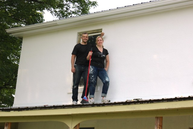 painting-farmhouse-on-roof