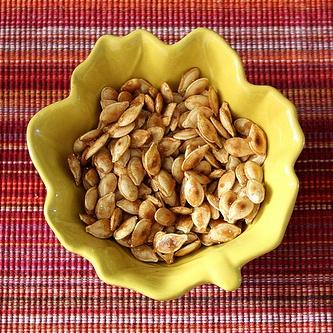 caramelized-roasted-pumpkin-seeds