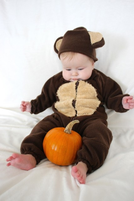 baby-monkey-costume-pumpkin