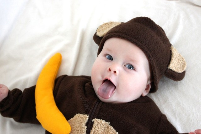baby-monkey-costume-tongue