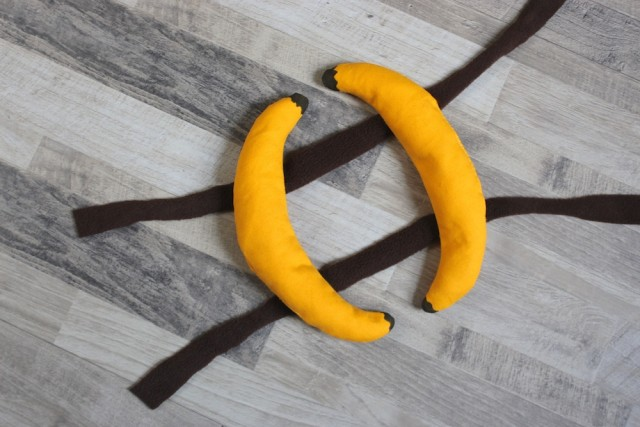 diy-dog-banana-costume
