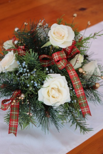 christmas-arrangement-white-rose