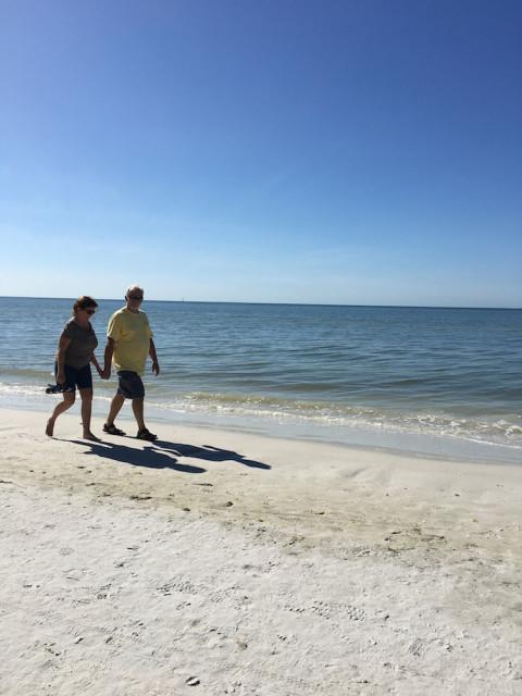 mom-dad-beach