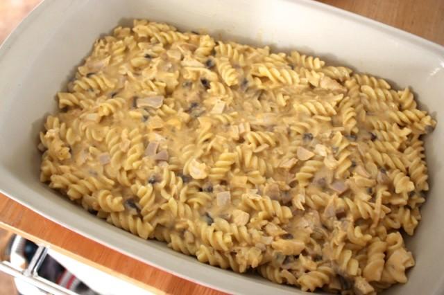 pour-pasta-into-dish