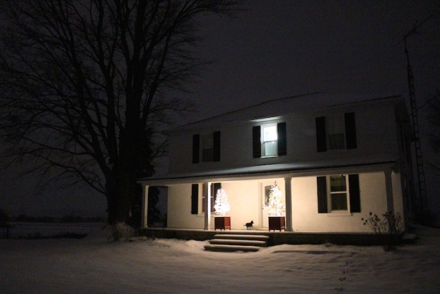 cloverhill-farmhouse-christmas-night-2016