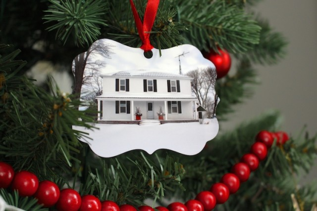 cloverhill-farmhouse-christmas-ornament