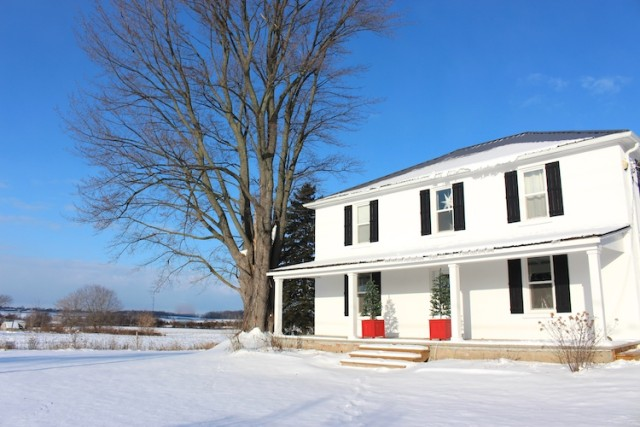 cloverhill-farmhouse-snow-winter-christmas-2016