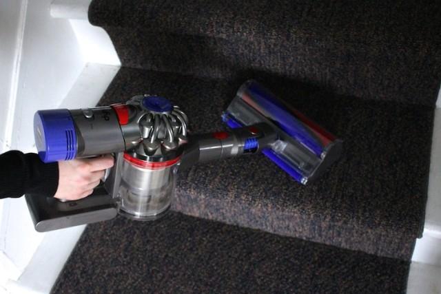 dysonv8-handheld-stairs