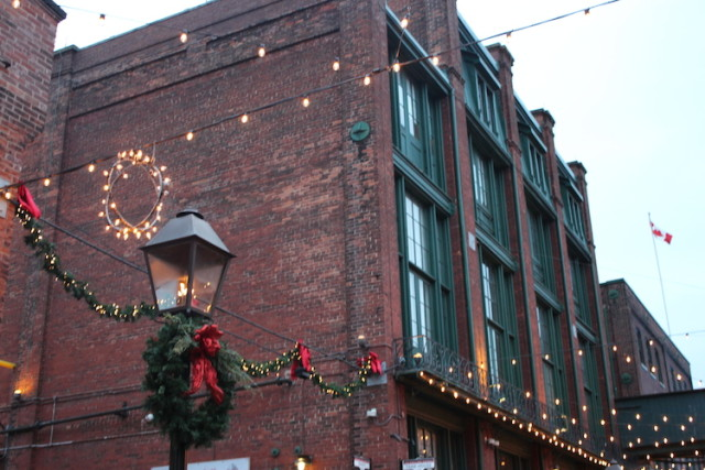 toronto-christmas-market-2016-distillery-district