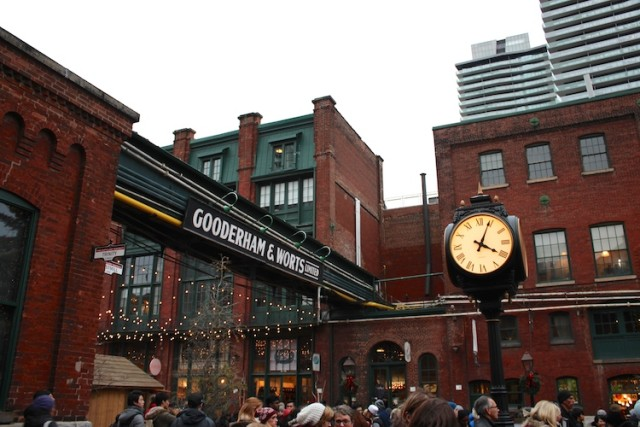 toronto-christmas-market-clock