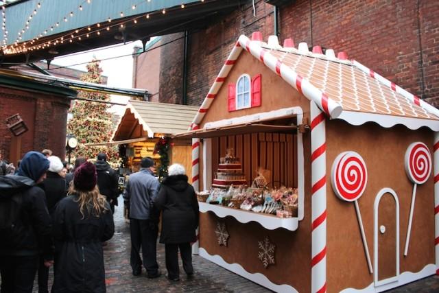 toronto-christmas-market-gingerbread-house
