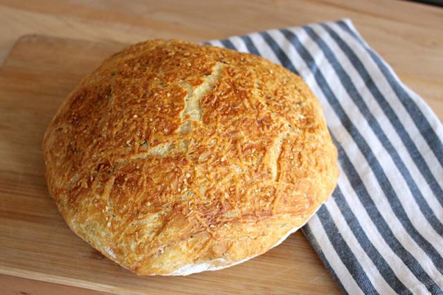 rustic-rosemary-parmesan-no-knead-artisan-bread