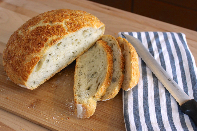 rustic-rosemary-parmesan-no-knead-bread-sliced