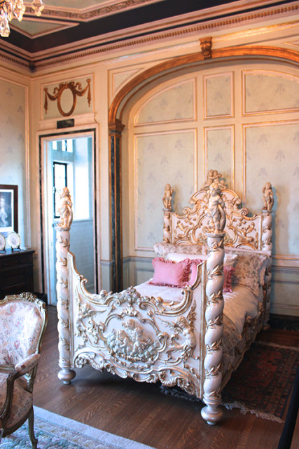casa-loma-toronto-bedroom