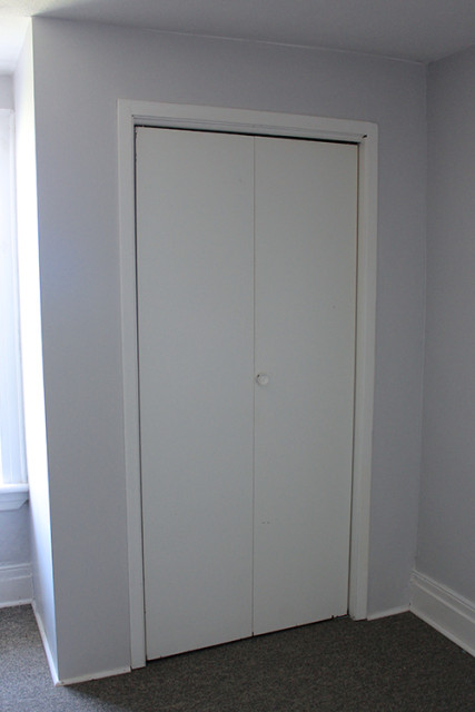 closet-door-trim-before
