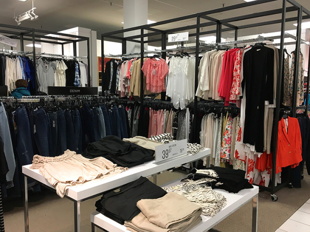 sears-canada-the-cut-clothes-display