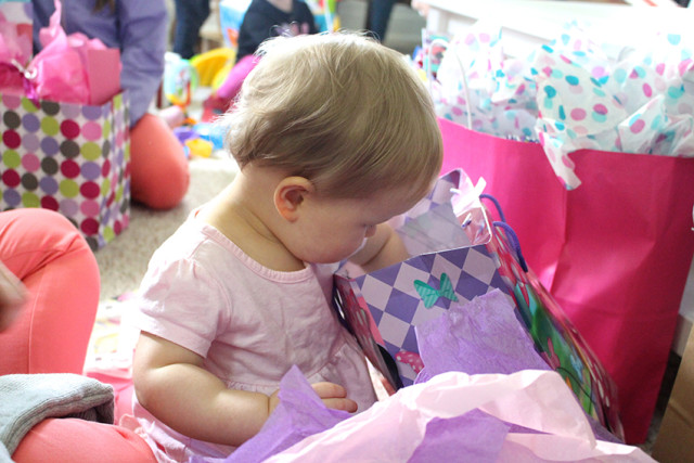 baby-first-birthday-open-gifts