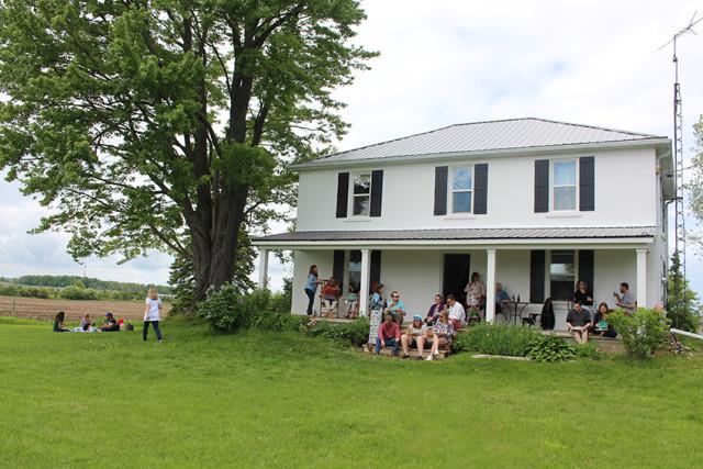 farmhouse-porch-birthday-party