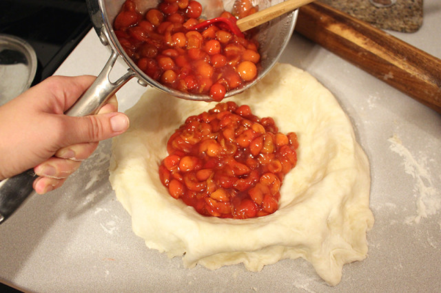 add-pie-filling-to-pie-crust