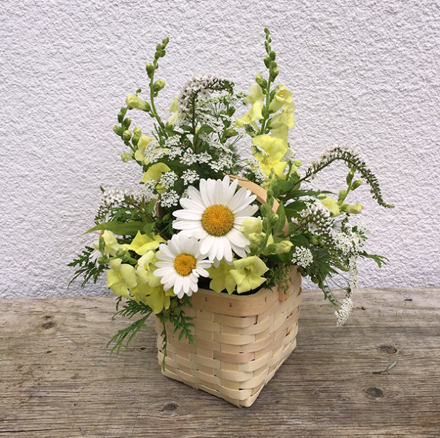 cloverhill-flowers-basket-arrangement