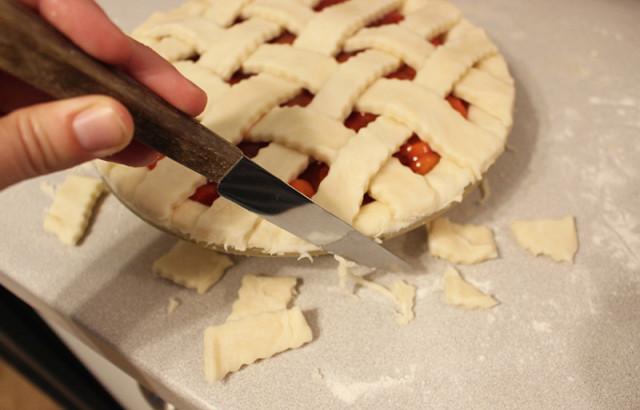 trim-pie-crust