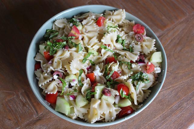 mediterranean-pasta-salad-tossed