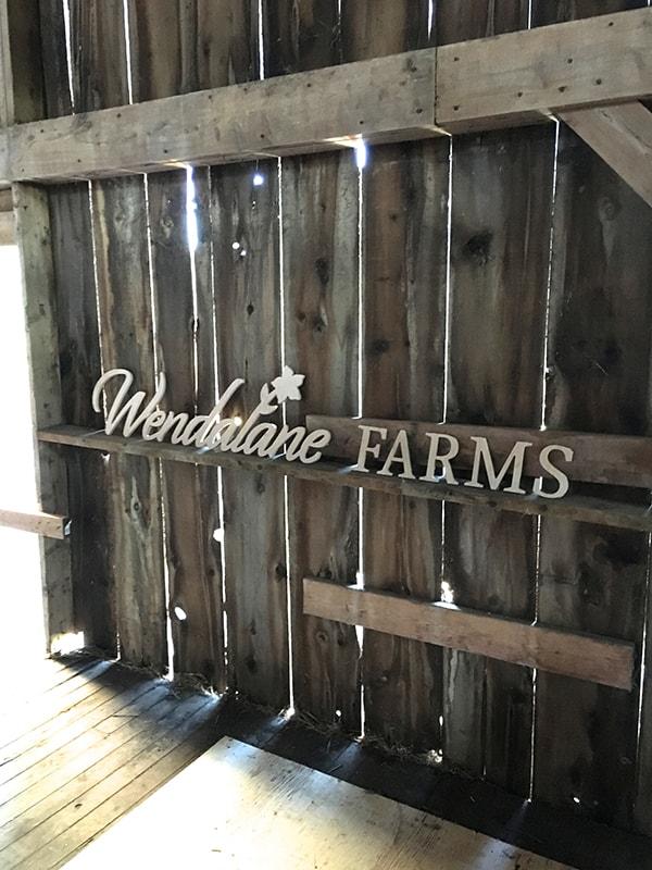 wendalane-farm-barn-sign