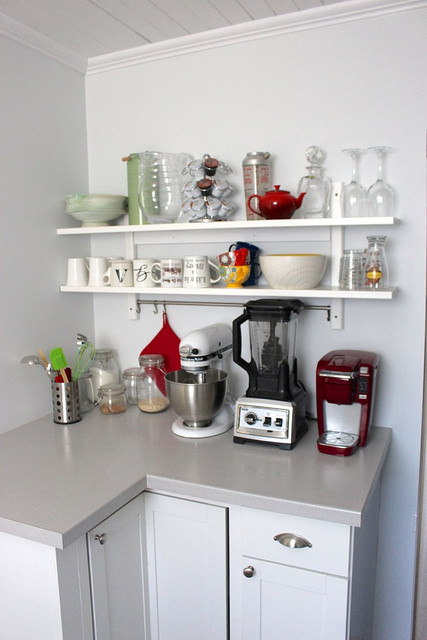 clean-kitchen-shelves