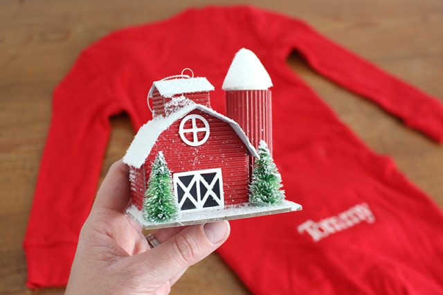 cracker-barrel-barn-christmas-ornament