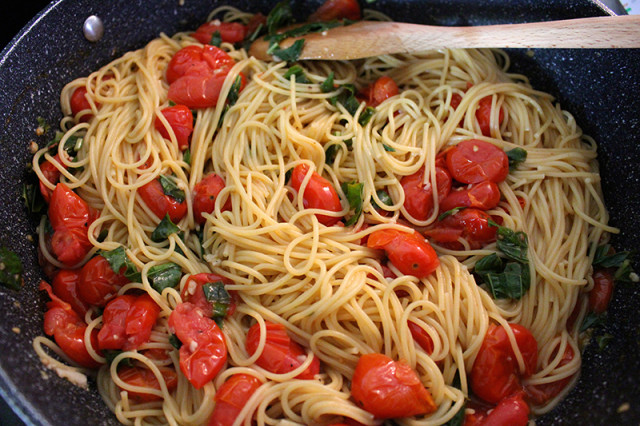 toss-easy-cherry-tomato-pasta