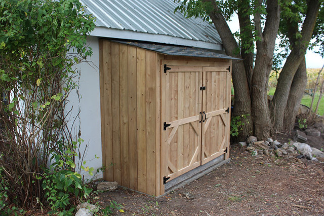 making-garbage-bin-lean-to-shed