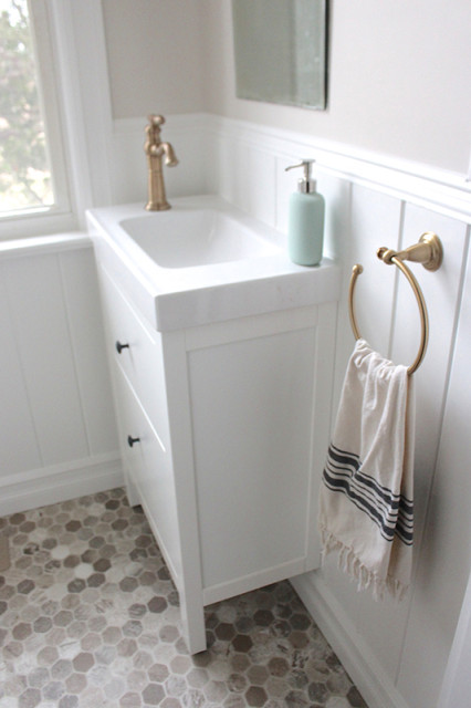 farmhouse-powder-room-hemnes-vanity