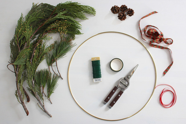 brass-ring-christmas-wreath-supplies