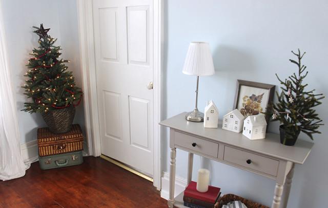 cloverhill-christmas-hallway-tree