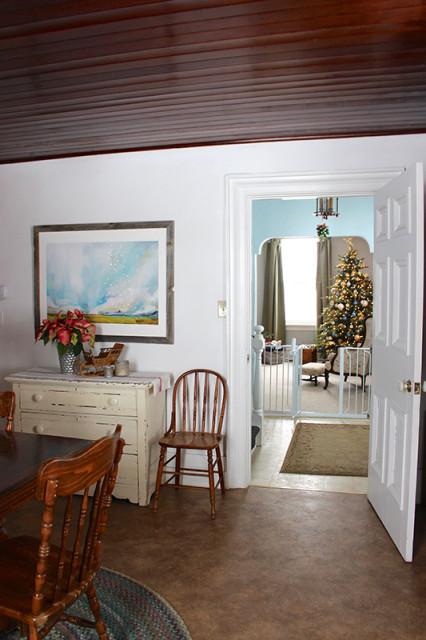 cloverhill-christmas-room-hallway