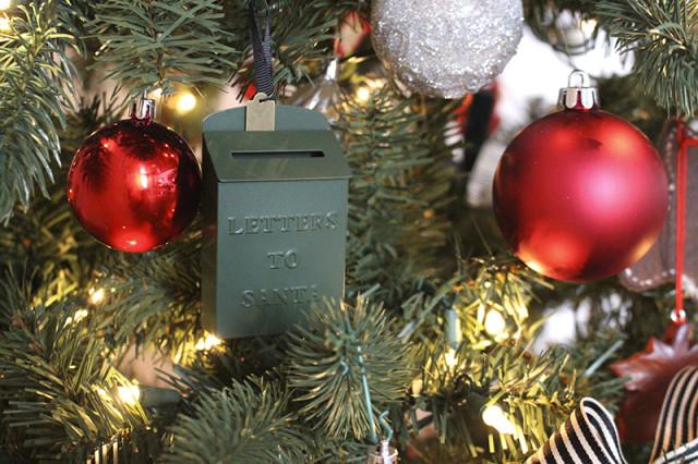 cloverhill-christmas-santa-mailbox-magnolia