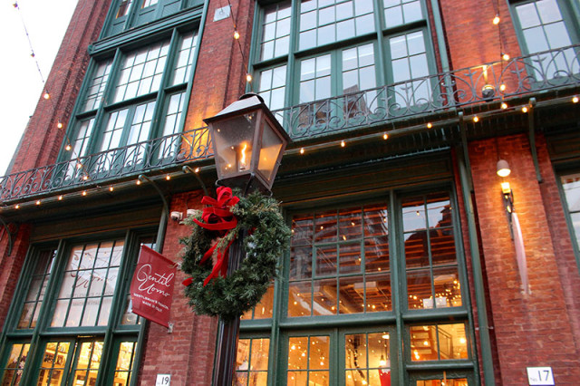 gaslight-distillery-district-toronto-christmas