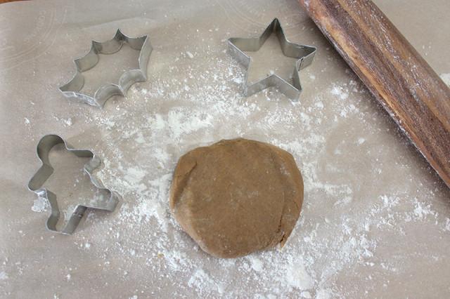 gingerbread-dough-disc