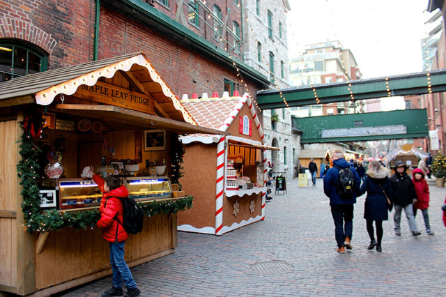 gingerbread-houses-toronto-christmas-market