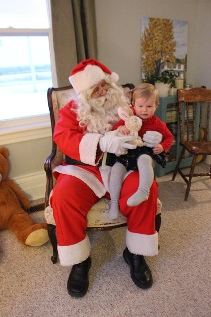 lucy-santa-christmas-party2