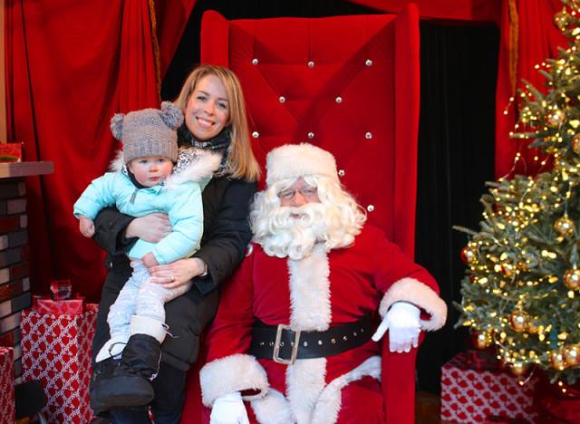 lucy-santa-toronto-christmas-market