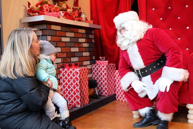 lucy-santa-toronto-christmas-market-visit