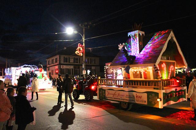 nighttime-christmas-parade1