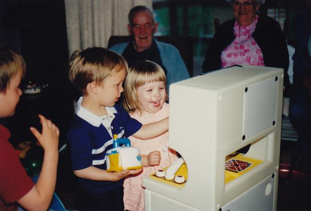 play-kitchen-80s-amanda
