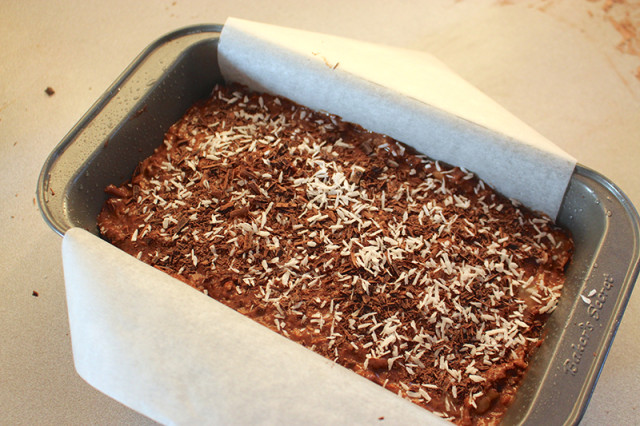 batter-baking-pan-cocoa-coconut-banana-bread