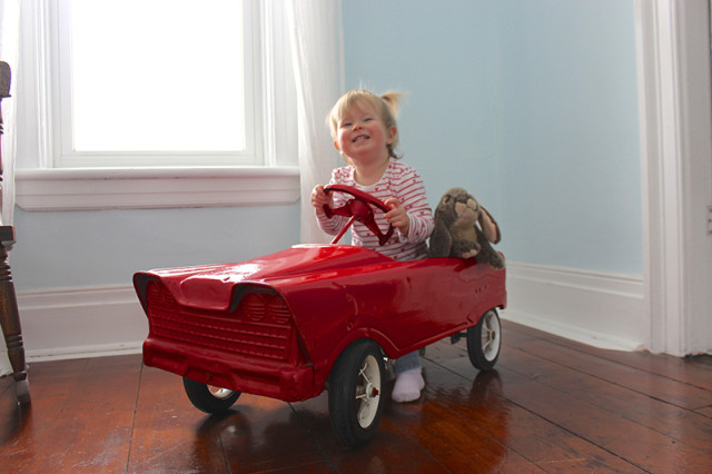 retro-pedal-car-lucy-driving1-3