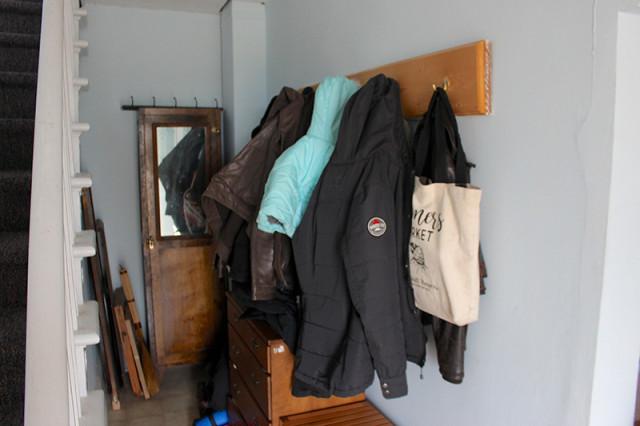 orc-farmhouse-entry-before-coat-rack