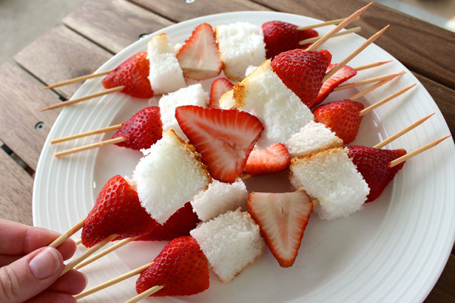 assemble-grilled-strawberry-shortcake-kebabs