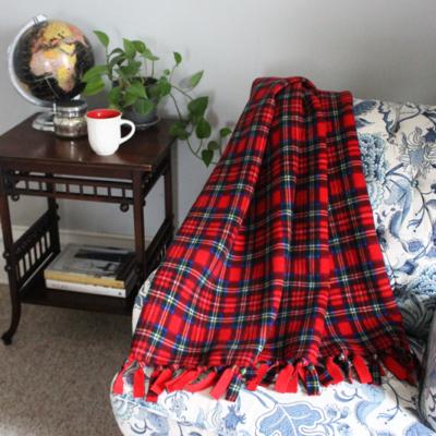 no-sew-fleece-blanket-feature